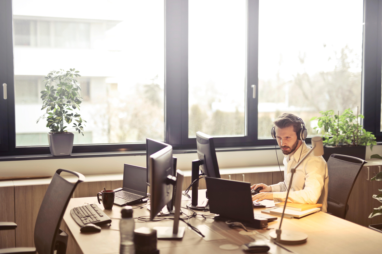 Ridurre i costi del service desk con funzionalità Self-help